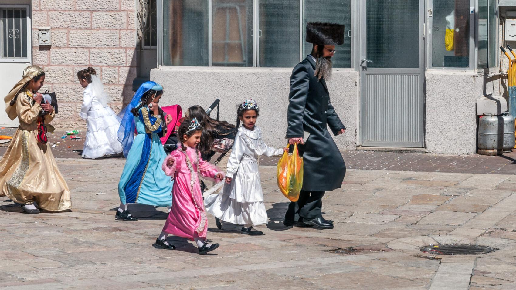 Jerusalem,,Israel-,March,06,,2015:,Purim,In,Mea,Shearim,Quarter.
